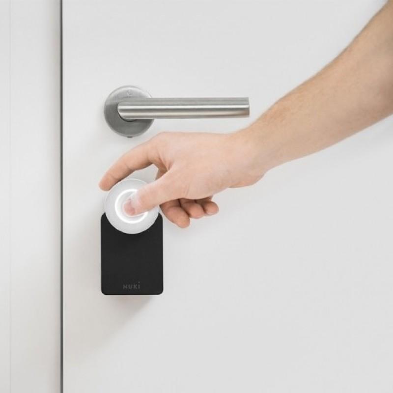Nuki slim deurslot in gebruik